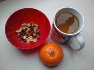 мандарин, орехи, чай