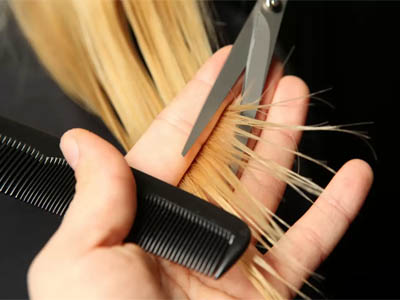 подрезание кончиков волос