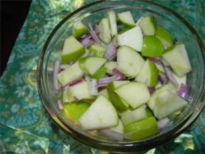 яблоки с луком