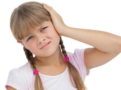 у девочки болит ухо
