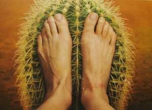 ноги на кактусе