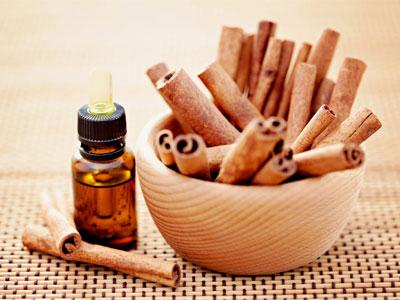 палочки корицы и масло