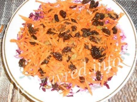 слой морковки и изюма