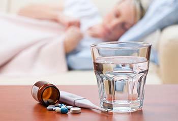 стакан воды, лекарства