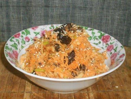 салат с морковкой и черносливом