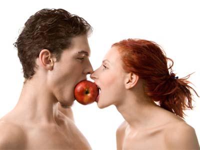 одно яблоко на двоих