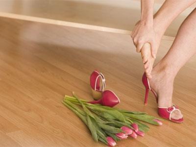 Ноги, туфли, цветы