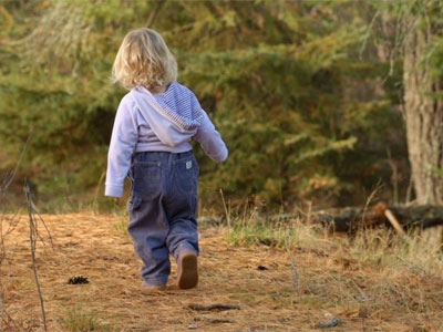 ребенок на прогулке