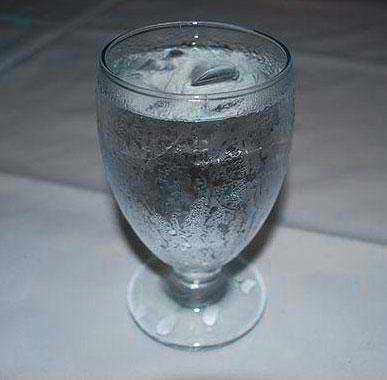 бокал талой воды