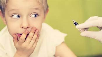 малыш боится прививки