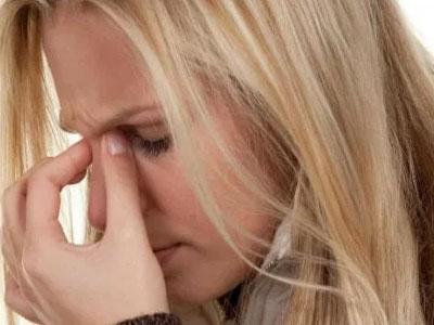 боли в переносице у женщины