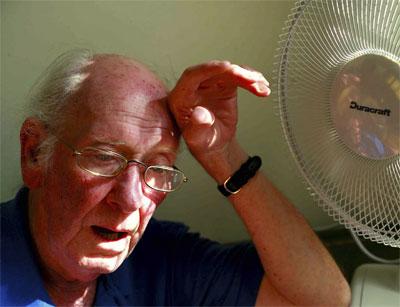 мужчина у вентилятора